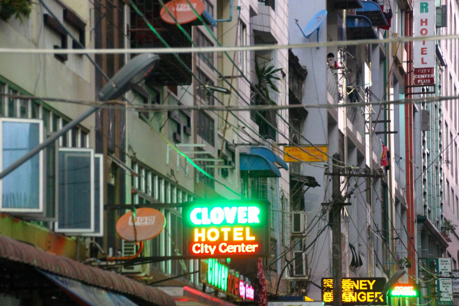 Hotels in Yangon: Visa oder Cash!
