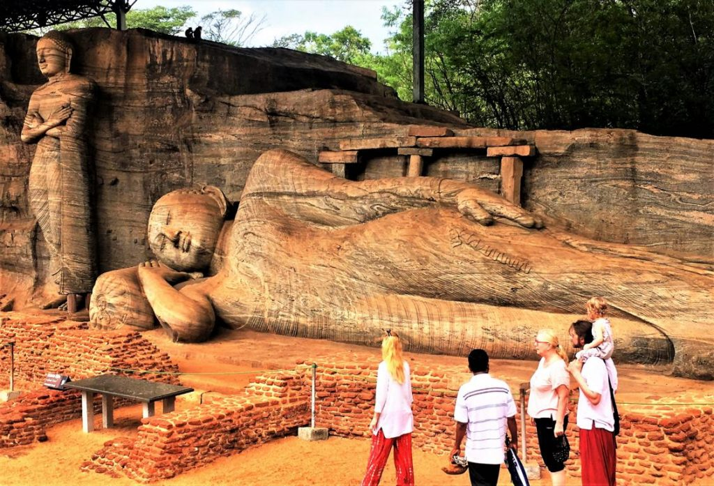 Gal Vihara, Polonnaruwa, a rock temple from te 12th century (Photo B. Linnhoff/Faszination Fernost)
