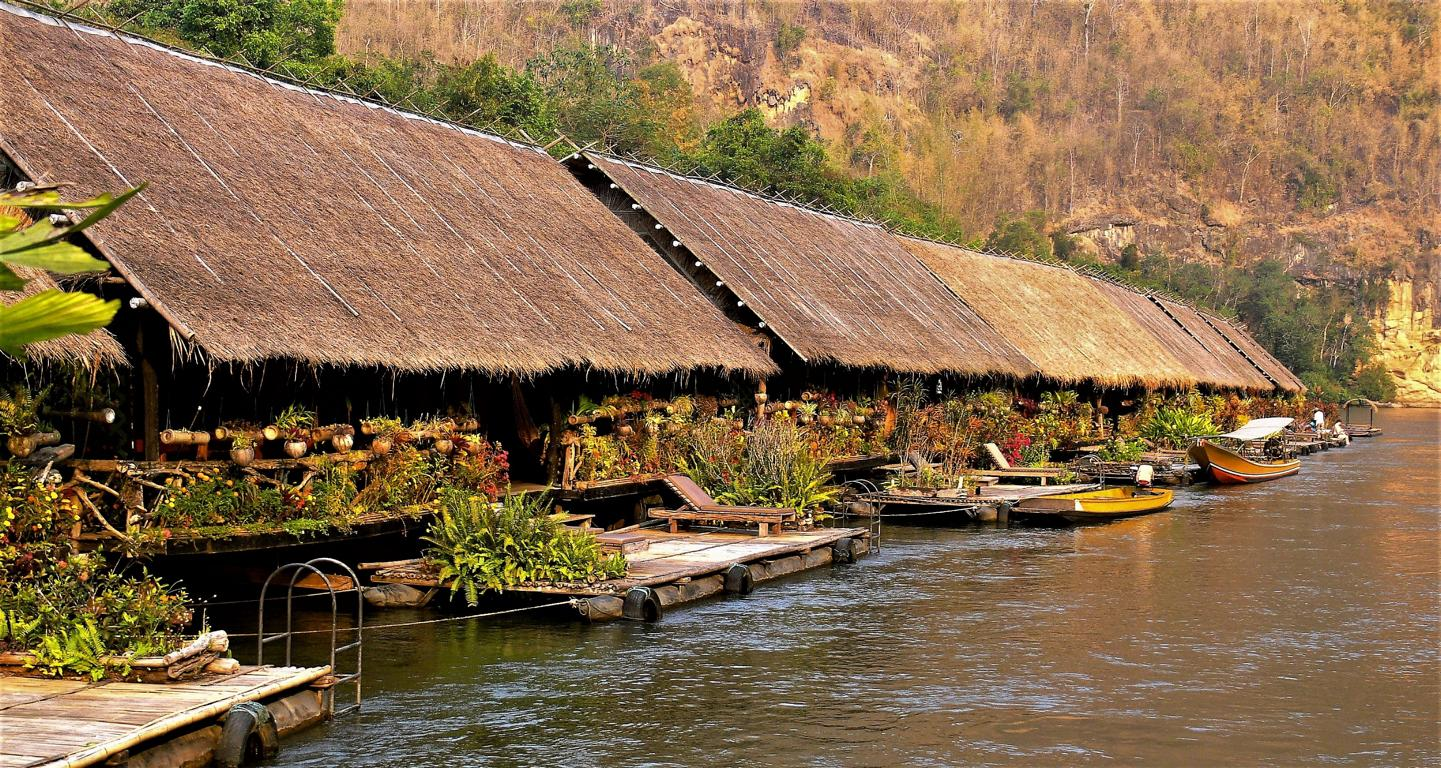 Hotel in Kanchanaburi: River Kwai Jungle Rafts